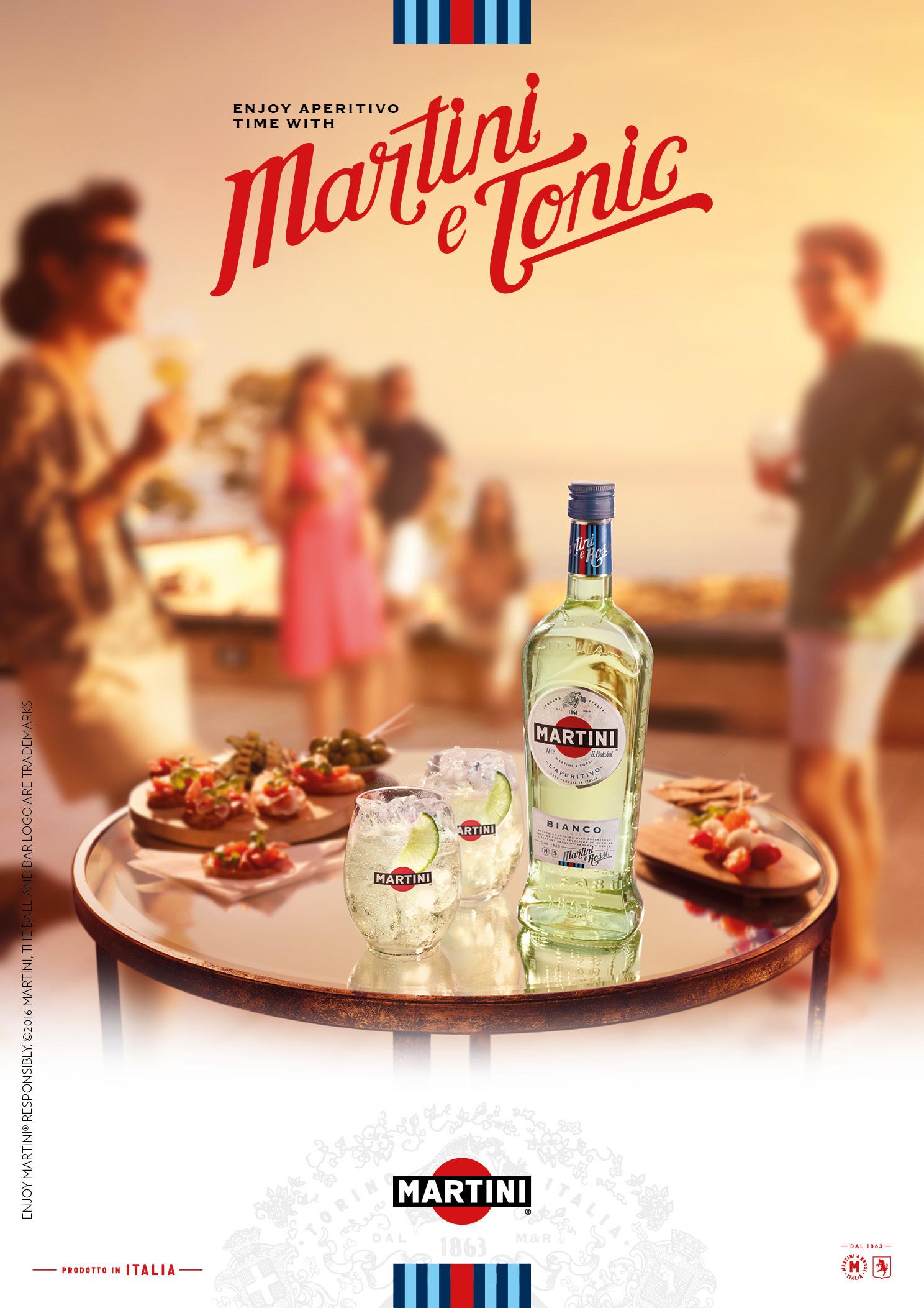 Martini_e_Tonic_F18_Toolkit_Bianco_Tumbler_Glass_1ltr_144_Lifestyle_Key_Visual_Light_Market_Final_1488x2105